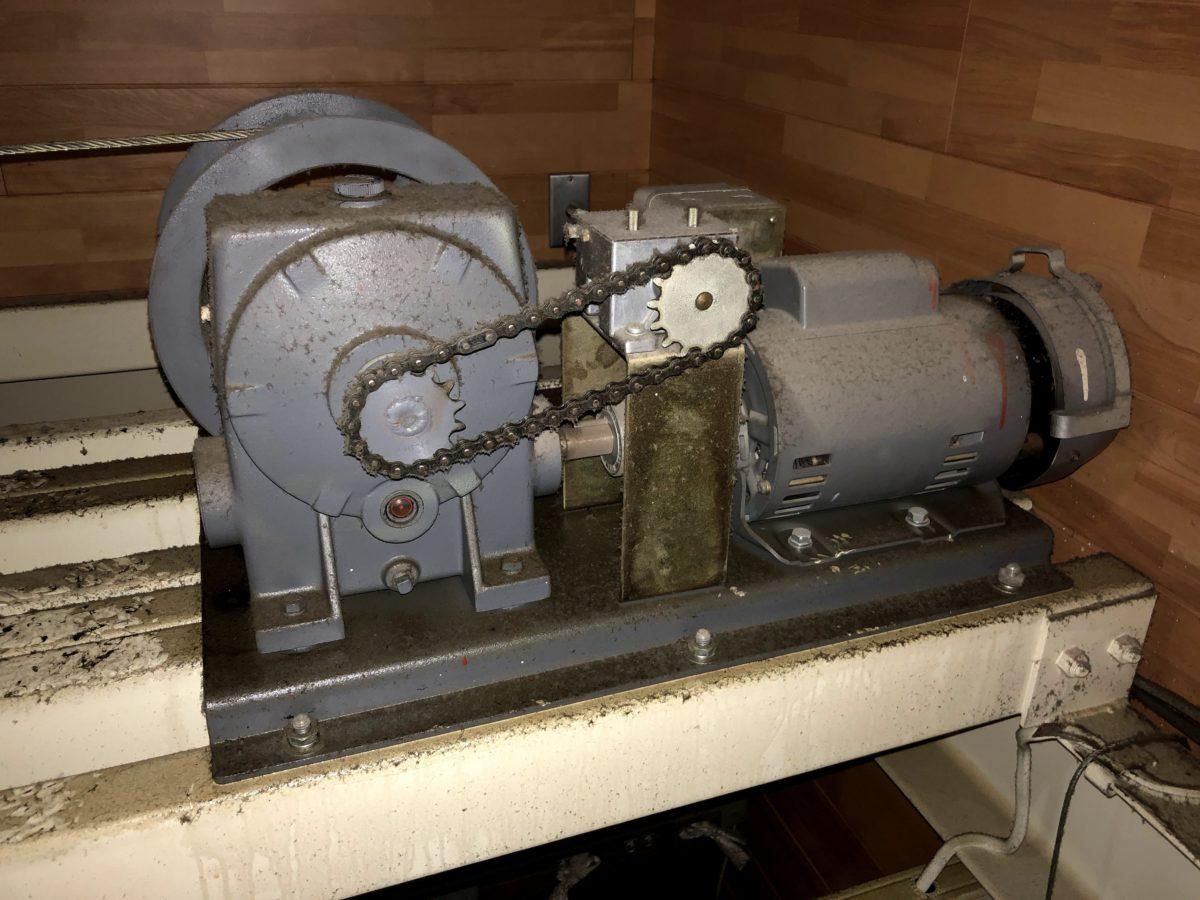 バトン昇降機オイル漏れ修理